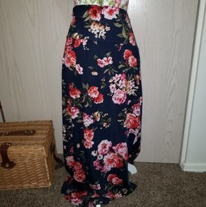 Floral maxi skirt. 2X. RUNS SMALL. See measurement